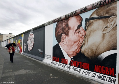 HISTORY DECLASSIFIED: THE BERLIN WALL